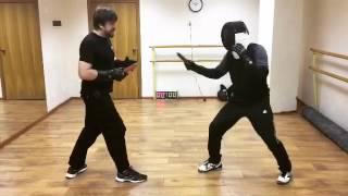 Урок 1. Спортивный ножевой бой. Атака вооружённой руки противника колющими ударами.