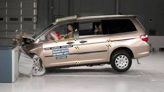 2005 Honda Odyssey moderate overlap IIHS crash test