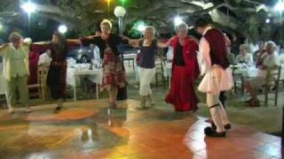GREEK DANCE Peloponnesos deel 9 : Dansen op camping Kato Alissos