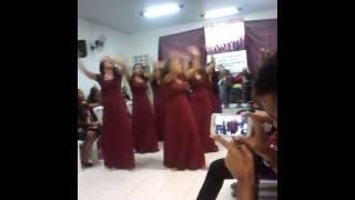 Grupo de gesto moças de ester hino varão de fogo lauriete
