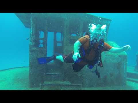 Stuarts Cove, Bahamas, Dive on Tug Boat Wreck with Sharks May 2015