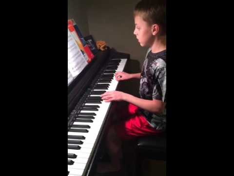 11 YEAR OLD KID PLAYS 7 YEARS OLD ON PIANO