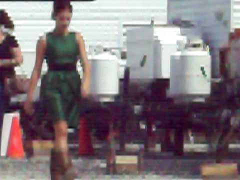 Lisa Goldstein On Set