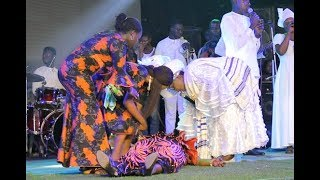 Baba Sala Daughter collapse on stage as Bola Are lay her hands on her at her father tribute concert