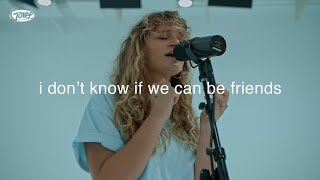 Смотреть клип Hollyn - I Don't Know If We Can Be Friends