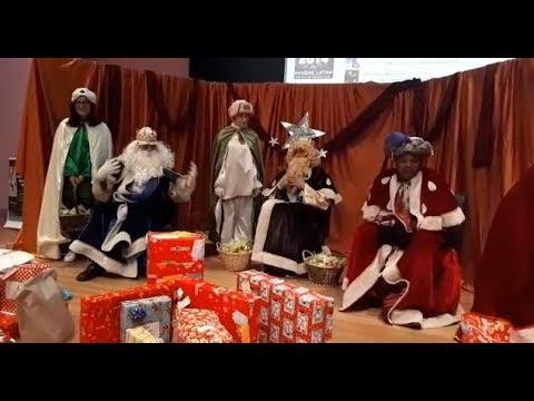 Los Reyes Magos reciben a los niños en el Hula