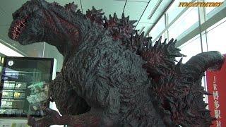 シン・ゴジラ襲来! JR博多駅 対 ゴジラ 映画「シンゴジラ」PR ゴジラ像 SHIN GODZILLA VS JR HAKATA STATION Godzilla Resurgence thumbnail