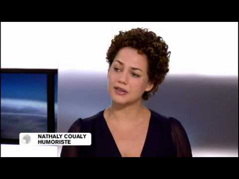 Nathaly Coualy se moque du racisme, du sexe et du célibat...