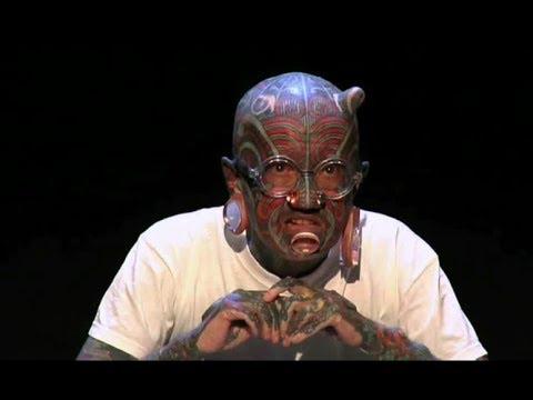 Tattoo & Piercing : Etienne Dumont, critique d'art et homme modifié
