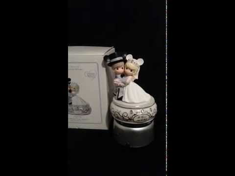 Collectenea Collectibles: Disney Precious Moments Wedding Couple Musical figurine