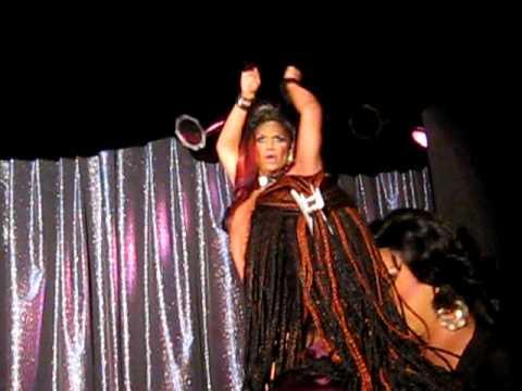 Lisa lane, en noche latina , Revolution club.