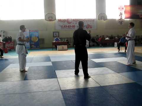 "(Zbirnea Stefan (stanga)17-18 ani -70kg /Finala ),C.R.M de kyokushin,clubul ""Midori""(Bacioi)"