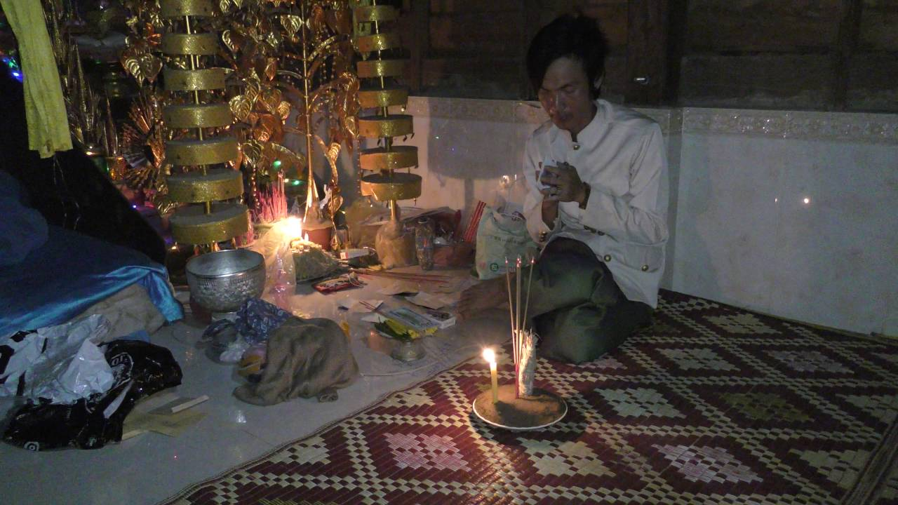 家師柬埔寨第一黑法大師降頭鬼王古路SunNa正以五鬼鬧開大法為事主沖開第三方 - YouTube