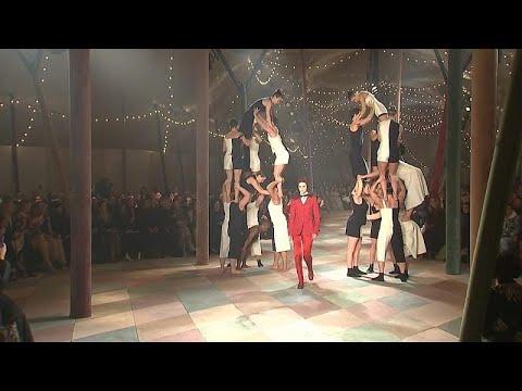 أسبوع باريس للموضة: دار الأزياء ديور تستوحي عرضها من عوالم السيرك …  - نشر قبل 13 ساعة