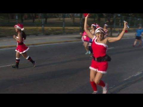 Venezolanos corren vestidos de Santa Claus