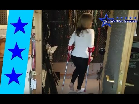 Studiotime - Sabrina Stern on crutches with clogs