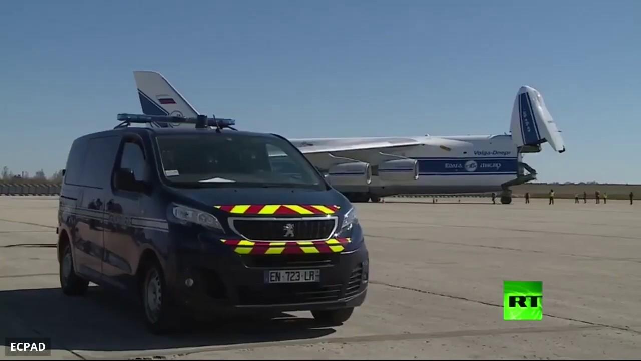 طائرة روسية تنقل 10 ملايين كمامة صينية إلى فرنسا