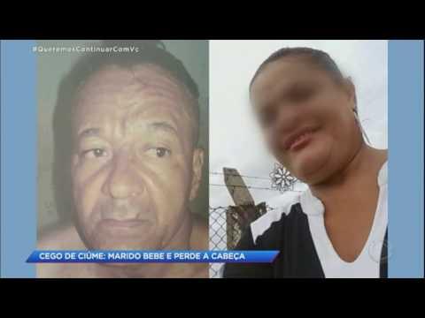 Homem descontrolado ataca esposa com golpes de facão