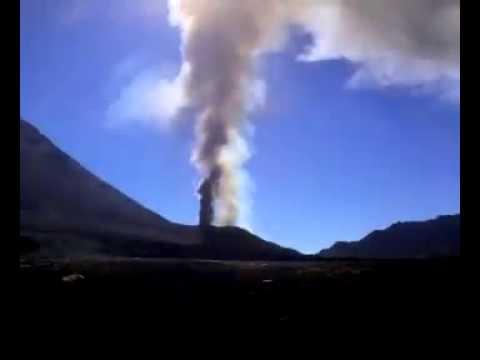 Vulcão da ilha do Fogo entra em erupção - DTudo1PoucoTV