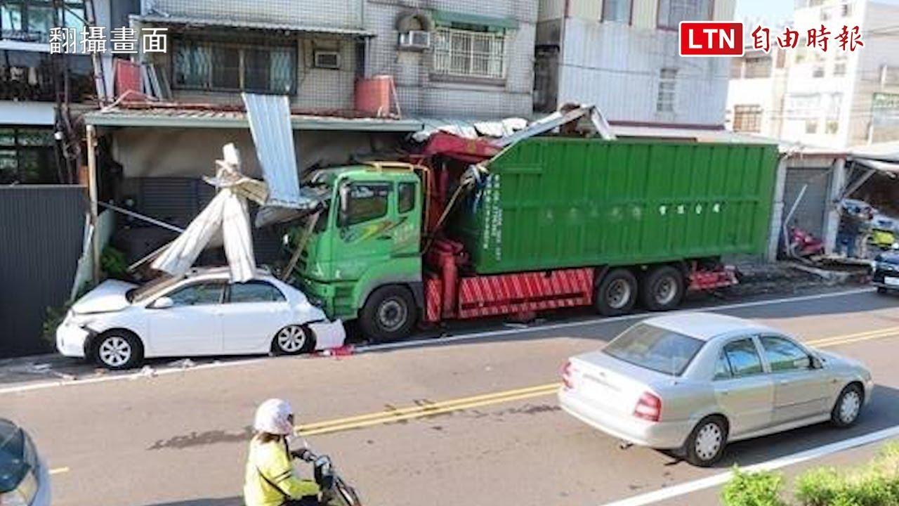 精神不濟?台南大貨車撞3車 撞毀3屋遮雨棚