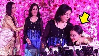 Rekha Shows <b>LOVE</b> & Respect For Zeenat Amaan By Touching <b>her</b> ...