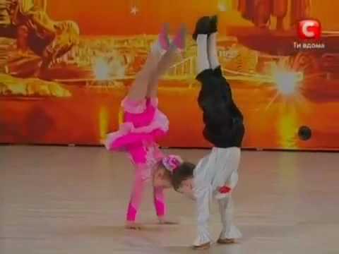 acest minunat talent a fost descoperit un ukraina baiatul are 7 ani si fata 6