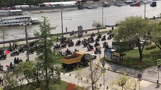 Смотреть видео Мотопробег 04.05.2019 Как поиздевались над мотоциклистами в Москве онлайн