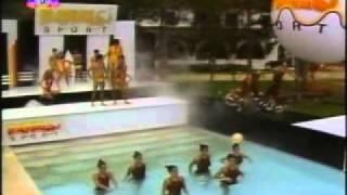 Repeat youtube video Guerra Dos Sexos(1983)-primeiro capitulo (Parte 1)