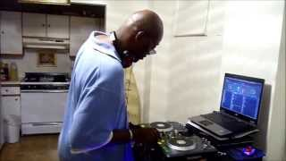 "DJ Kool Bob mixing ""Shake That"""