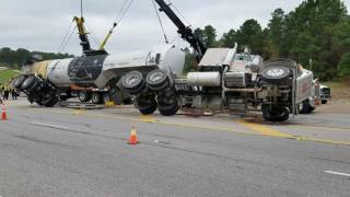 18 Wheeler Roll-over Being Uprighted by Two Heavy Duty Wreckers