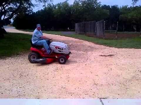 Fele 3 Huskee Supreme Lawn Tractor 23 Hp 46 Inch Cut Www Texasbid