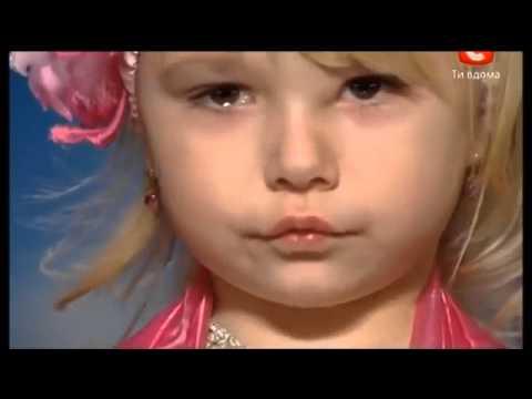 طفله اوكرانيه ترقص شرقي واثناء الرقص تبكي متاثره thumbnail