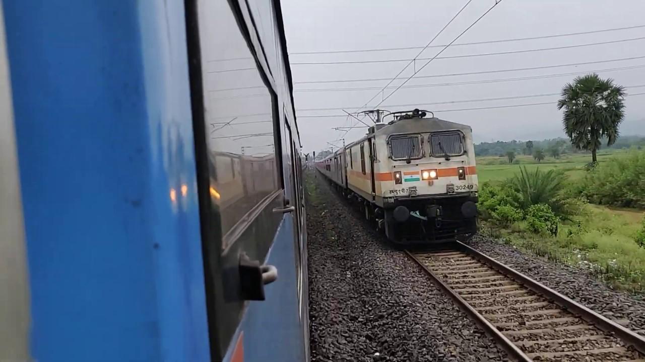 12813 Tatanagar Howarh Steel Express Crossing with 12801 Puri Newdelhi Purshottam Express