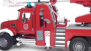 Пожарная машина MACK с выдвижной лестницей и помпой 02-821 Bruder (Брудер)