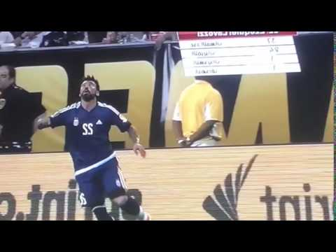 Funny injury by Lavezzi  ! Copa America is over for Him.  Usa - Argentina