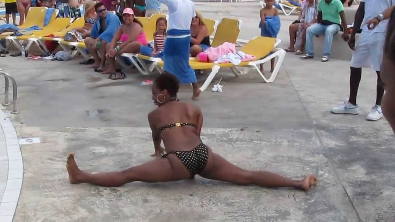 Shaking ass naked break spring