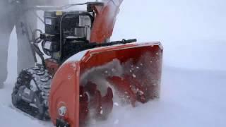 Гусеничный снегоуборщик Husqvarna ST 268 EPT(Бензиновый гусеничный снегоуборщик Husqvarna ST 268. ООО