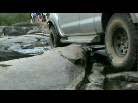 Hilux Rock River Cross.wmv