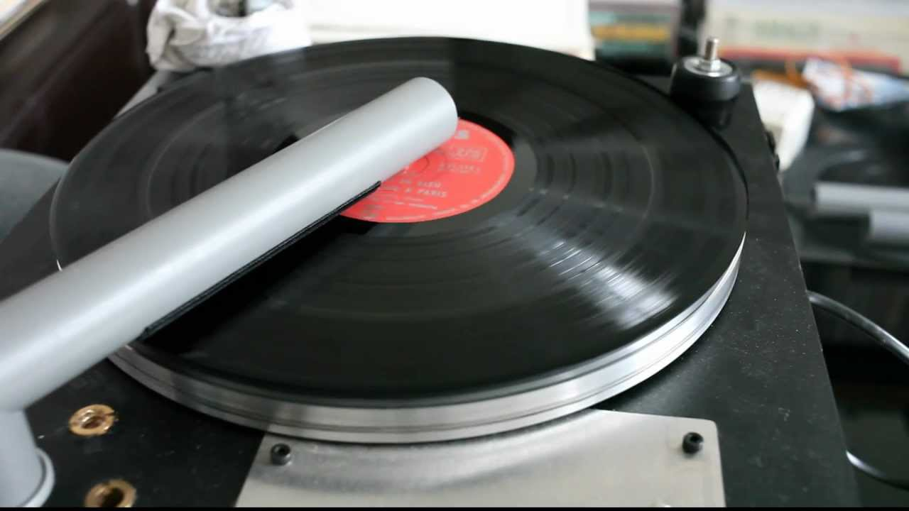 Cleaning a very dirty record with my DIY record cleaner