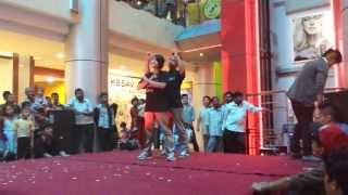 Cartoonz crew at City Center(Bgirl sky and Bboy Hulk)