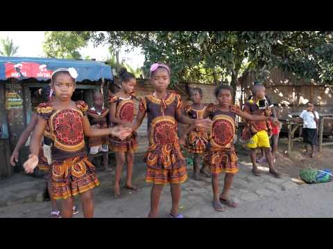 Mananjary got talent! Kids dancing and practicing in Madagascar