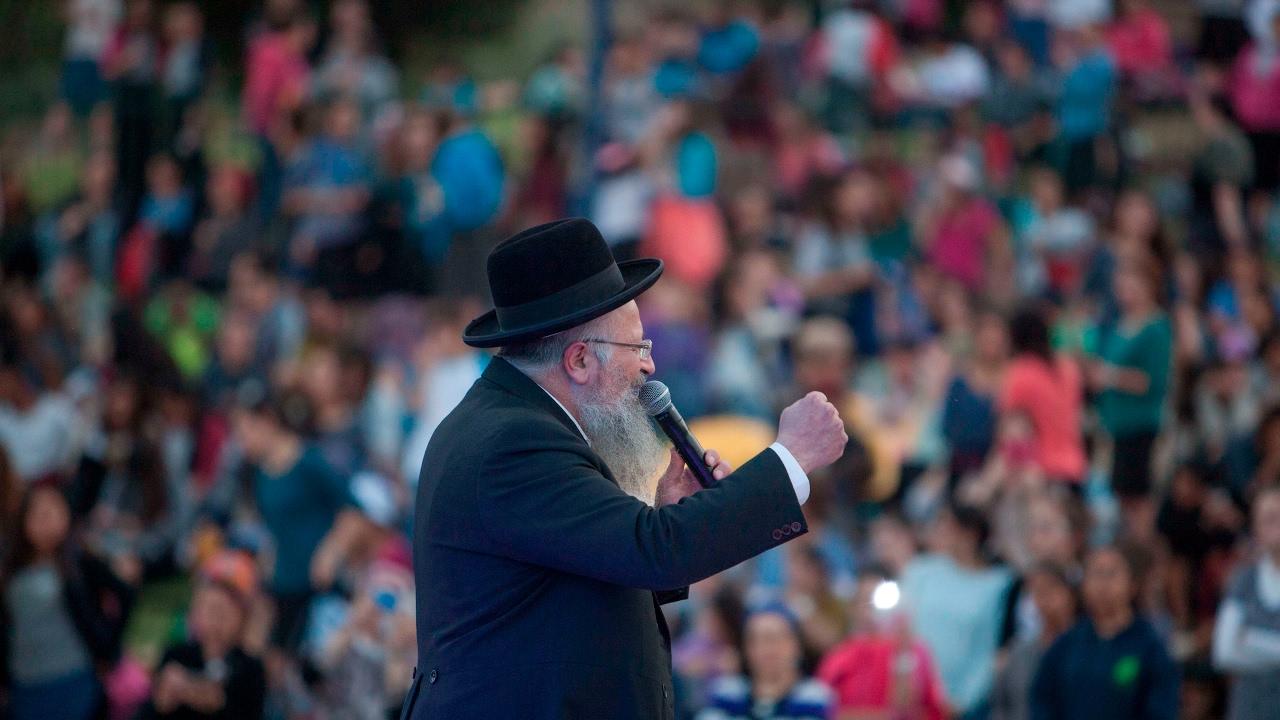 """התוועדות ל""""ג בעומר במירון עם הרב אליהו והרב דודקביץ"""
