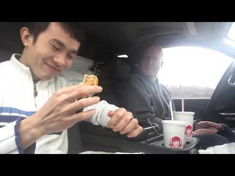 Gay Việt Chồng Mỹ Ăn Burger 🍔  Long Tran USA 👬