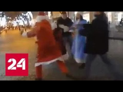 В Одессе два Деда Мороза подрались за место у елки