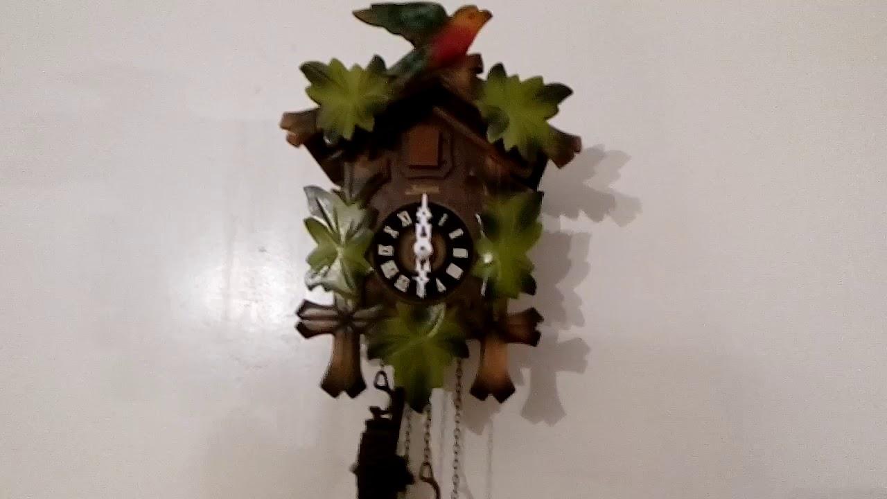 horloge coucou de 1968 cuckoo clock of 1968 youtube. Black Bedroom Furniture Sets. Home Design Ideas