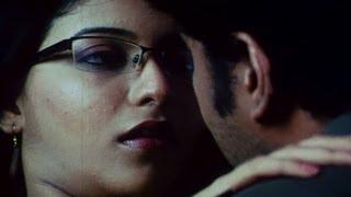 Anjali kisses Sundar C - Aayudham Seivom