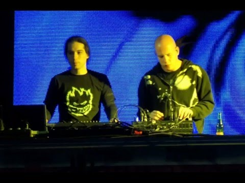 Infected Mushroom And Yahel   Live On Radio 99 Esc 07 03 2004 Part 2