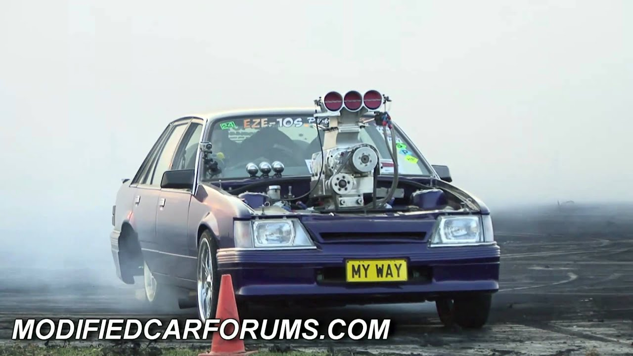 Blown Vk Commodore Myway Burnout At The Ultimate Burnout Challenge 2011 Youtube