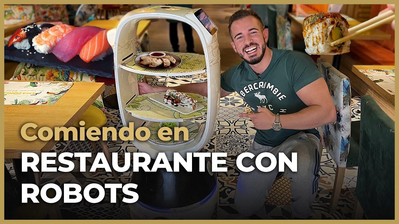 El primer ROBOT CAMARERO de ESPAÑA ¡Visito RESTAURANTE CON ROBOTS! 🤖