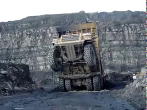 Guy Recovers Haul Truck Like A BOSS!